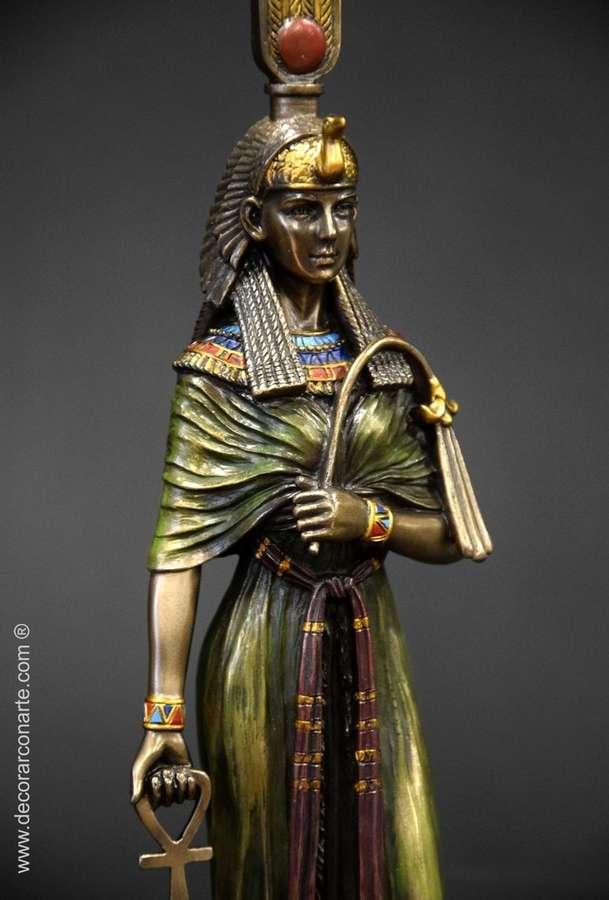 таком плоская фигурка головы богини клеопатры фото белое крайний