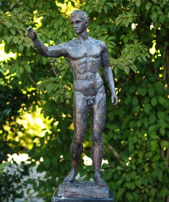 La imagen tiene un atributo ALT vacío; su nombre de archivo es Figura-de-bronce-hombre-TH-B55904_94x26x50.jpg