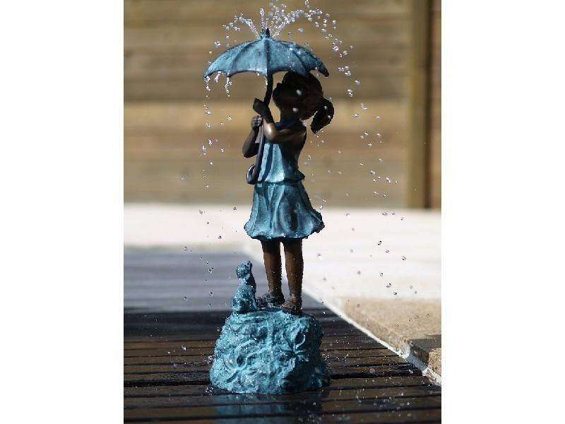Bronzeskulptur Mädchen mit Regenschirm Dekorationsfigur Gartendekoration