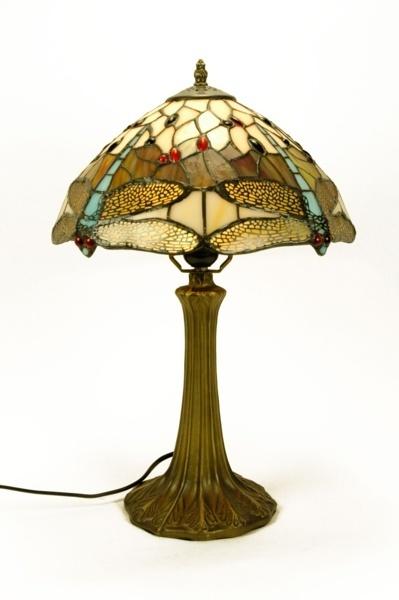 La imagen tiene un atributo ALT vacío; su nombre de archivo es lampara-sobremesa-tiffany-01030155.jpg