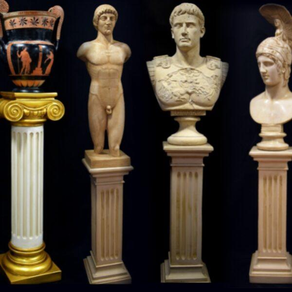 Set di piedistalli e sculture