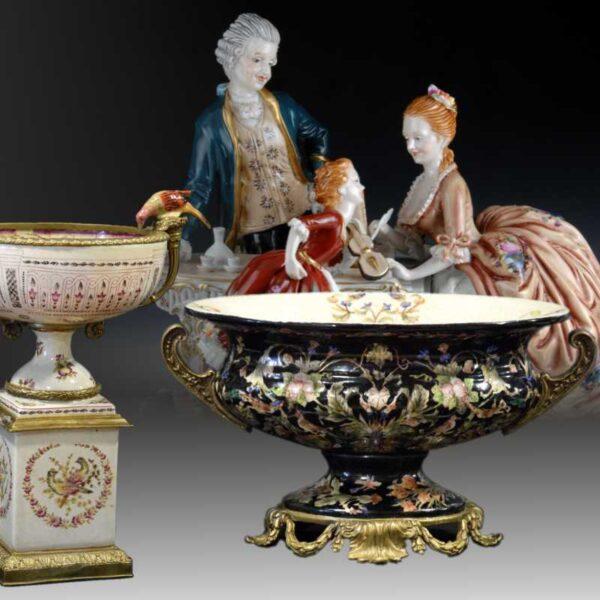 Фарфоровые статуэтки, декоративные вазы, украшение центра стола