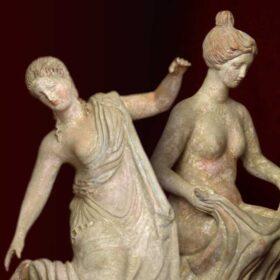 Tanagra. Figures grecs en terre cuite