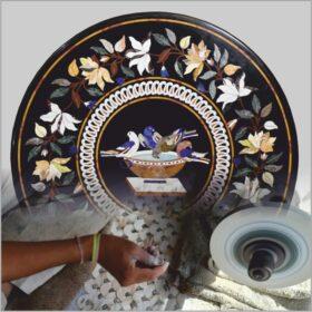 Auf Bestellung gefertigt. Florentiner Mosaikplatten.